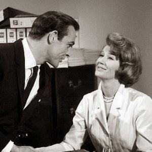 Adorabile Miss Moneypenny....in eterna attesa...